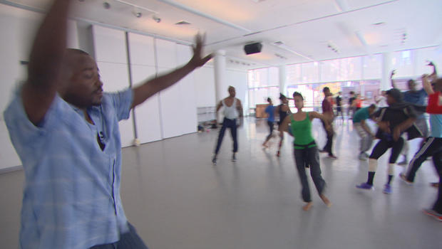 robert-battle-leads-alvin-ailey-american-dance-theater-rehearsal-620.jpg