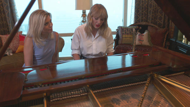 taylor-swift-at-the-piano-with-tracy-smith-620.jpg