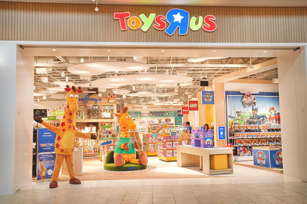 toys-r-us-new-store-front-gsp.jpg
