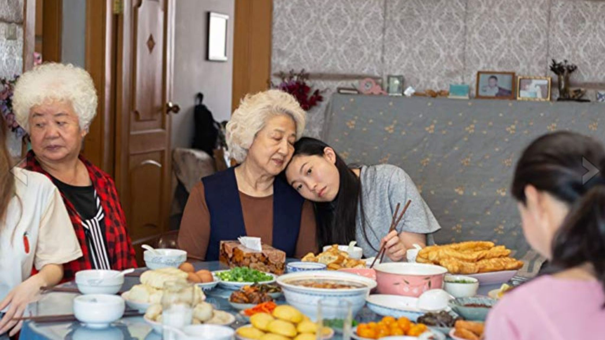 Still of Awkwafina, Shuzhen Zhao and Hong Lu in The Farewell (12-Sep-2019)