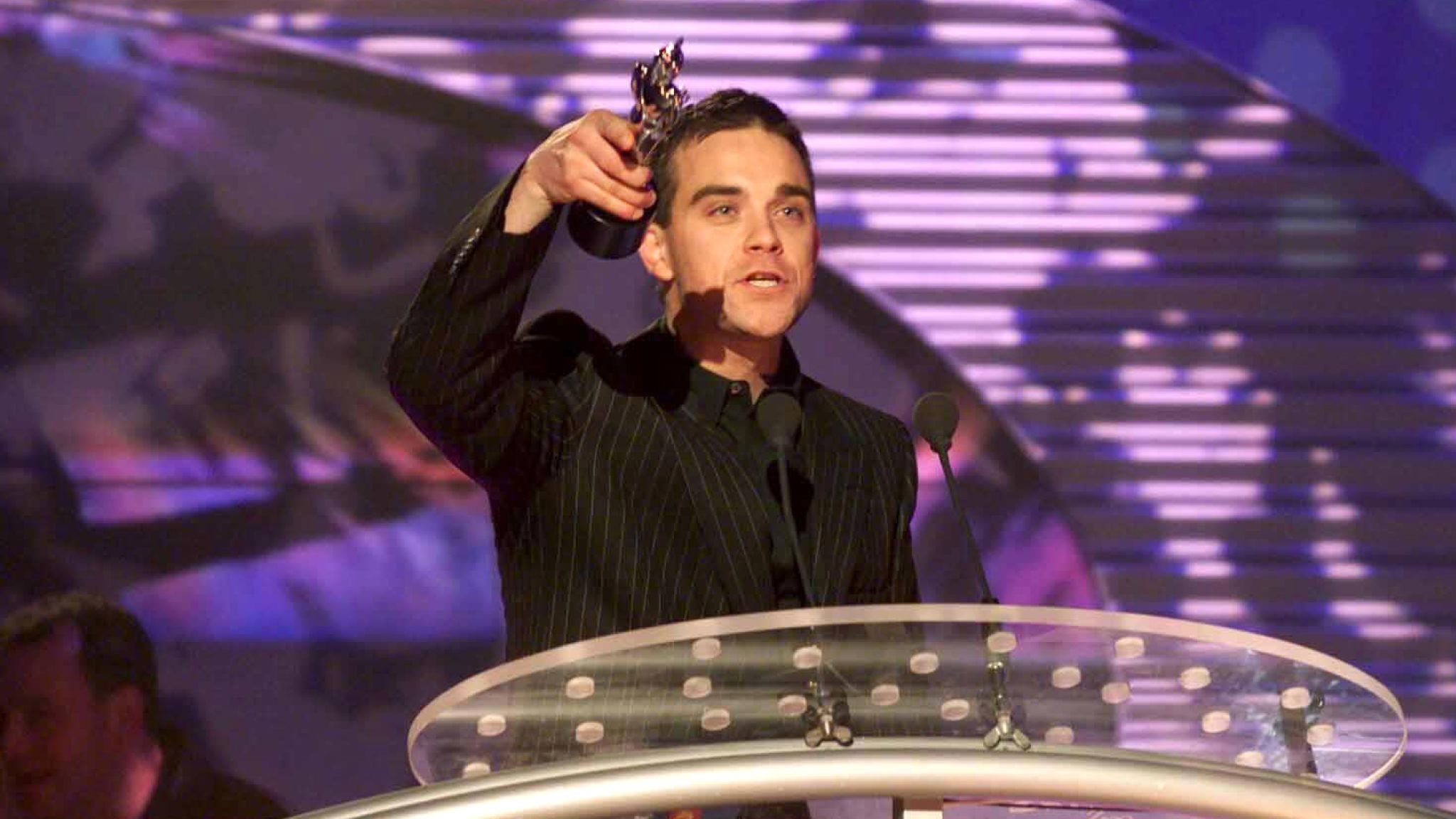 Robbie Williams in 2000. Pic: Richard Young/Shutterstock