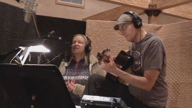 james-taylor-and-wife-kim-recording-surrey-with-the-fringe-on-top-620.jpg