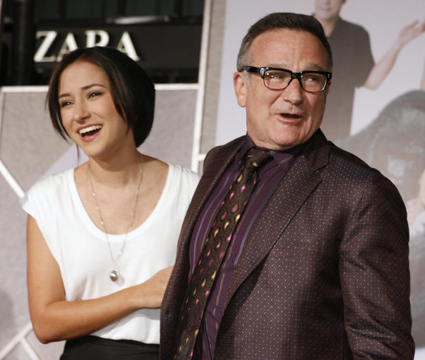 """Actor Williams and daughter pose at the premiere of the new film """"Old Dogs"""" in Hollywood"""
