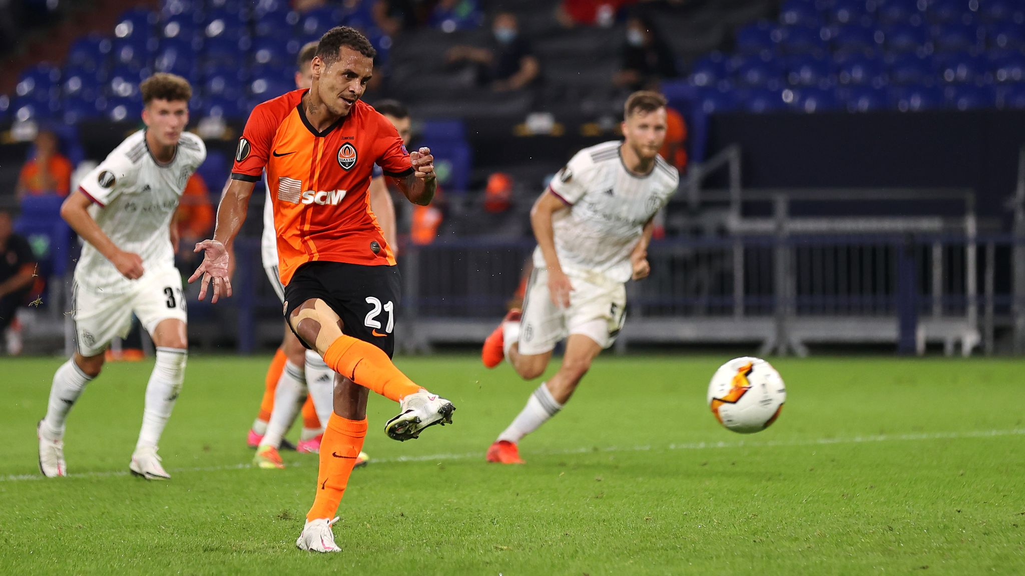 Alan Patrick tucks home his penalty to extend his side's lead on Tuesday