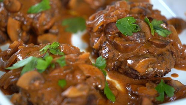 bobby-flay-salisbury-steak-620.jpg