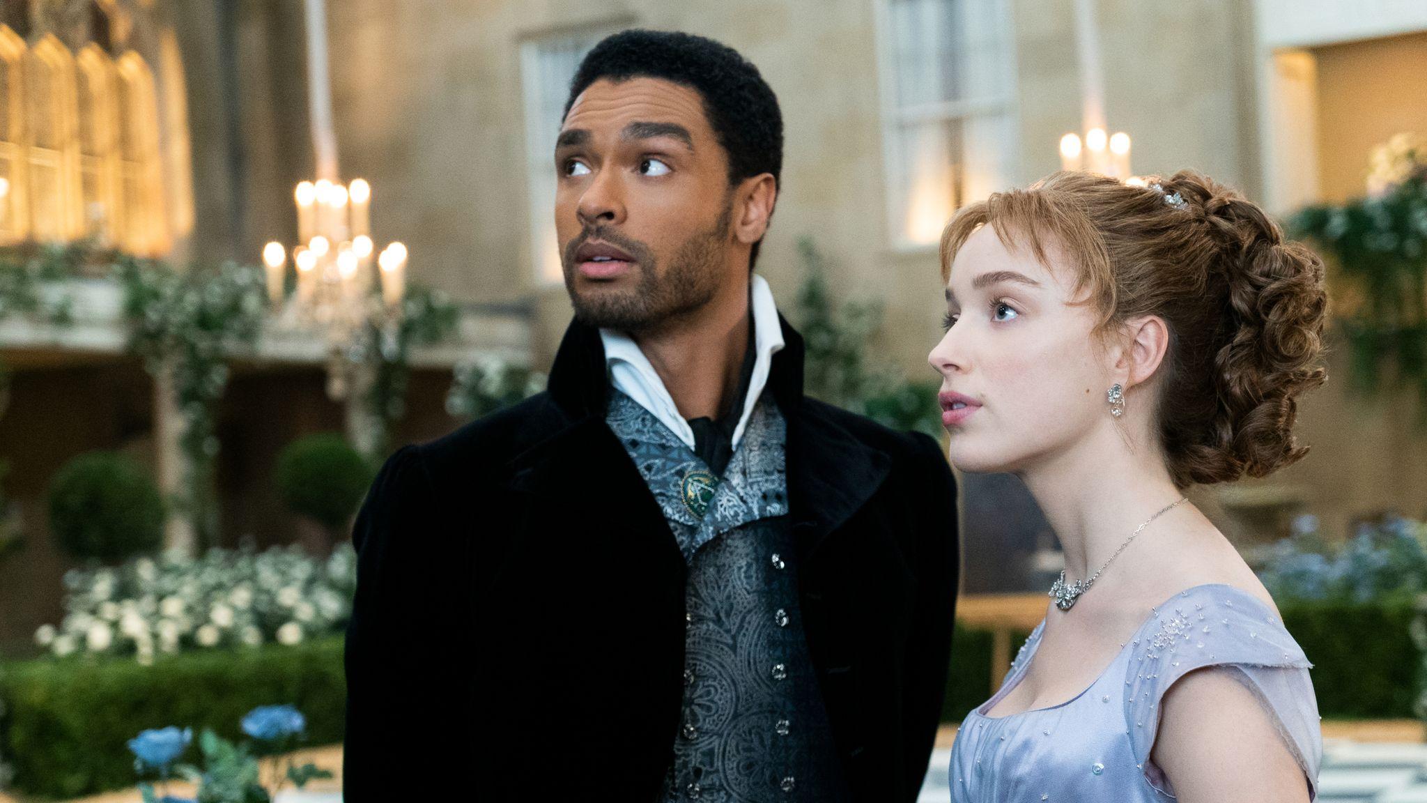 Rege-Jean Page (L) and Phoebe Dynevor as Simon Basset and Daphne Bridgerton. Pic: Netflix