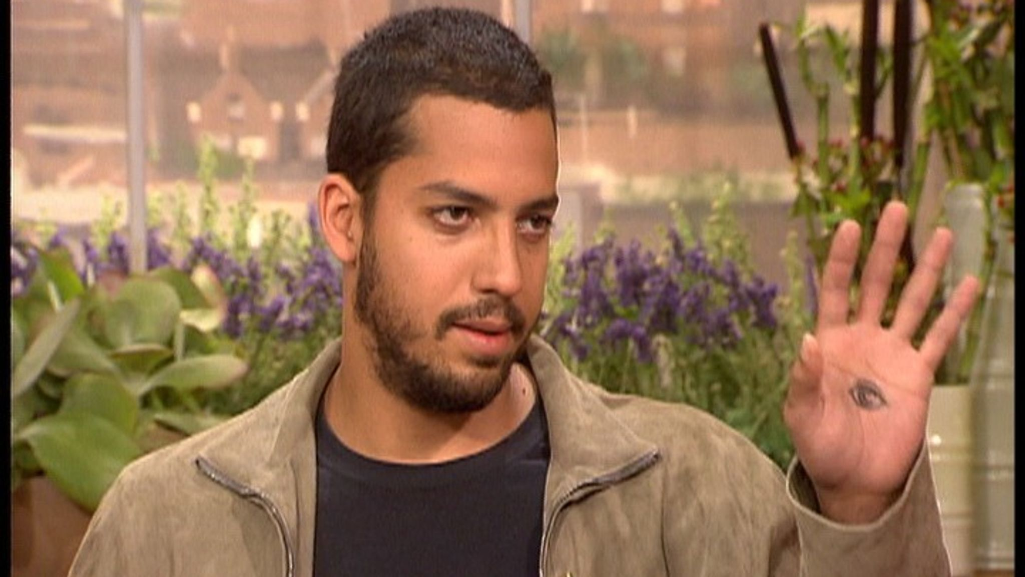 David Blaine and Eamonn Holmes on GMTV. Pic: Shutterstock/ITV