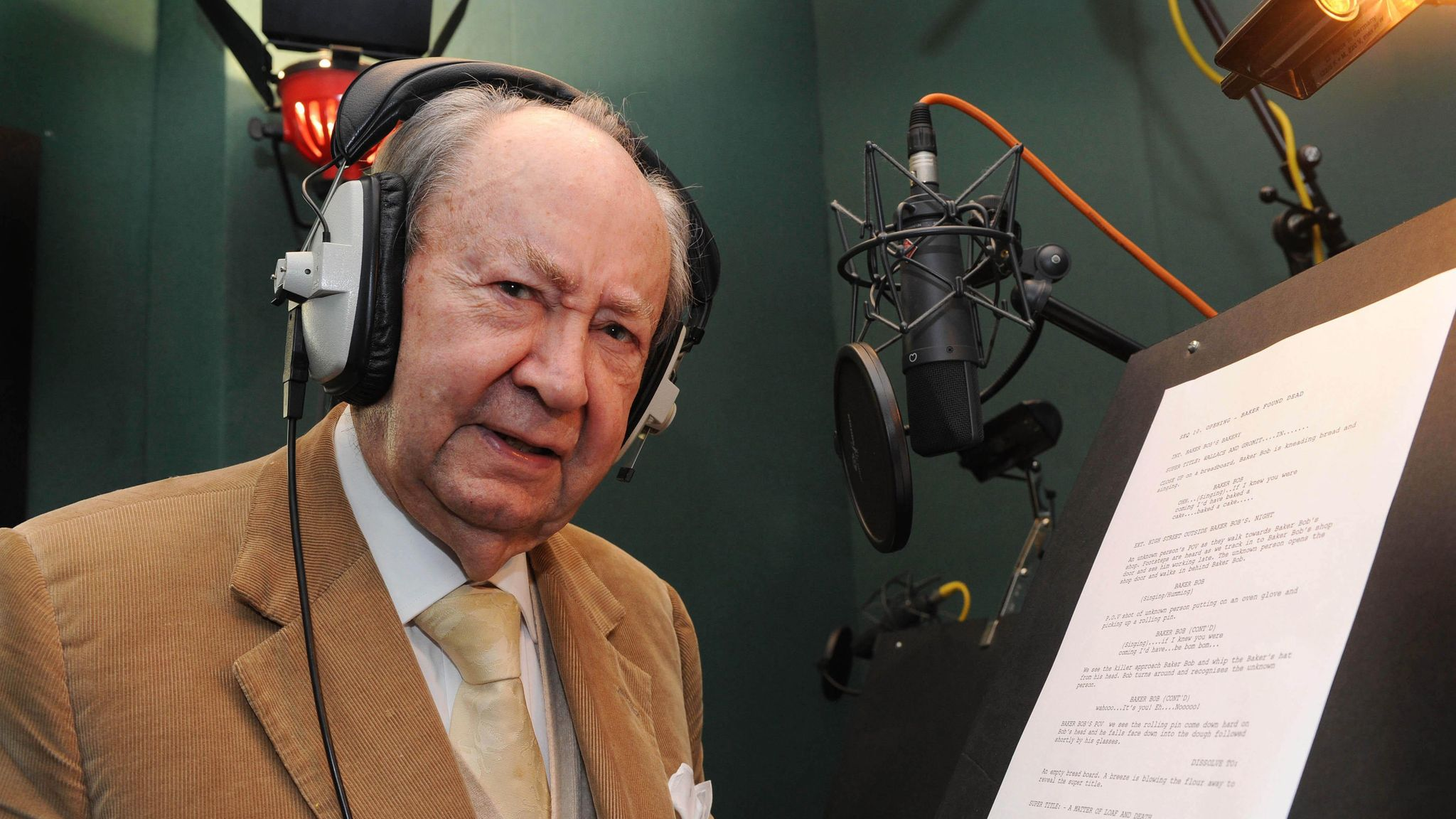 Peter Sallis in the recording studio for a Wallace And Gromit TV special