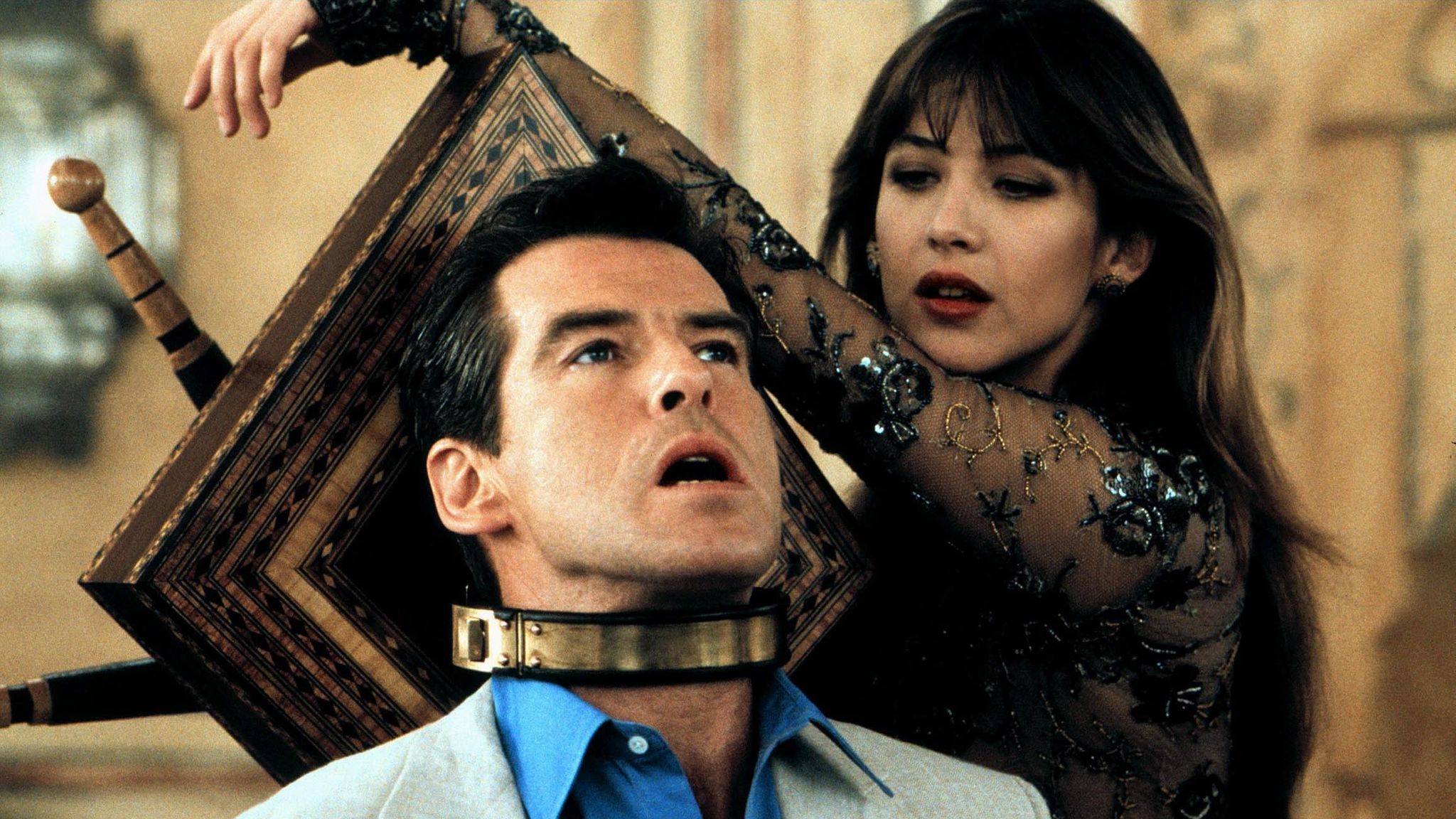 BROSNAN,MARCEAU, THE WORLD IS NOT ENOUGH, 1999 Alamy